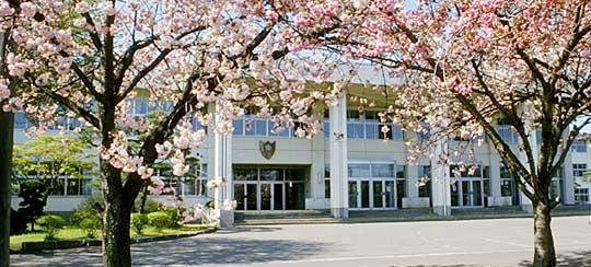 鳳鳴高校校舎